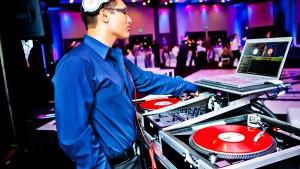 Choosing Best Wedding DJs
